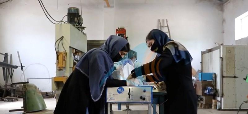 14-17 éves afgán lányok használt autóalkatrészekből raktak össze lélegeztetőgépet