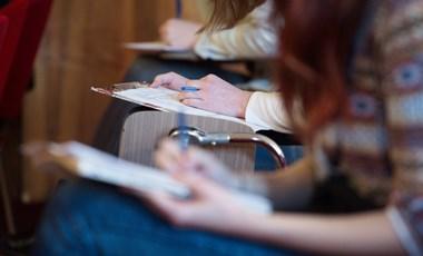 Szakszervezet: sürgősen emelni kell a pályakezdő oktatók és kutatók bérét