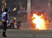 Tűzgömbbé vált Grosjean autója a Bahreini Nagydíj rajtja után – videó