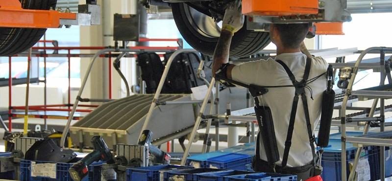 Leáll az Audi, az első hétre állásidőt fizet a dolgozóknak