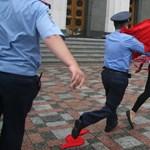 Mellbimbós demonstráció a nyugdíjkorhatár emelése ellen - fotók