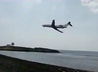 Videó: Elképesztő manővert hajtott végre egy Boeing 727-es repülőgép, amikor nem tudott leszállni
