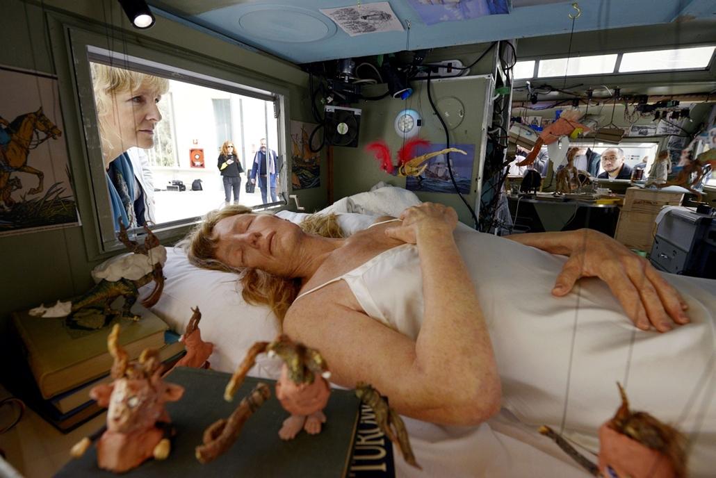 afp.14.11.19. - Madrid, Spanyolország: ''A bábkészítő'' - különleges installáció Janet Cardiff és George Miller művészek jóvoltából a madridi Palacio de Cristal épületében - 7képei, nagyítás