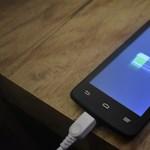 Bekeményít az EU: jöhetnek a töltők, melyekkel bármelyik telefon feltölthető