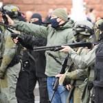 Gránátokkal oszlatták a tömeget, százakat tartóztattak le a minszki tüntetésen