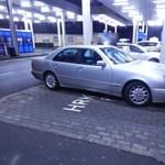 Ukrajnába mentek volna a Mercedesszel, de a rendőröknek feltűnt egy apróság