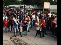 Mexikói rendőrökkel csaptak össze hondurasi menekültek, Trump a határok lezárásával fenyeget