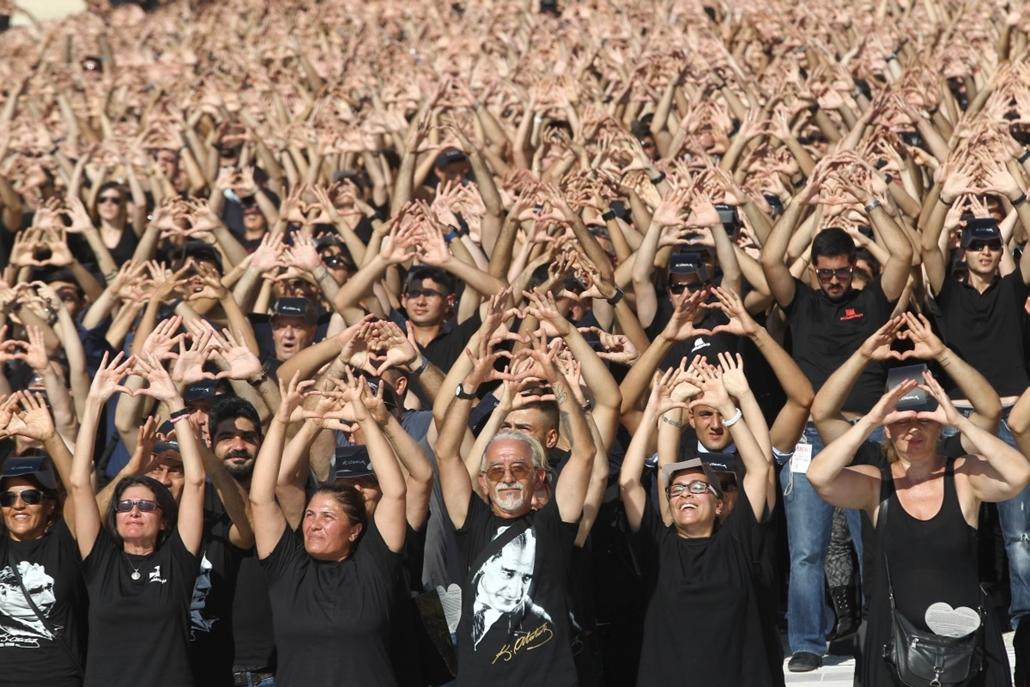 afp. hét képei - 6000 rajongói Mustafa Kemal Atatürk, a Török Köztársaság alapítója 2014.08.26.