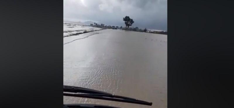 Videó: Mintha tengeren vágna át, ilyen a szardíniai áradásban vezetni