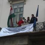 Fotók: aktivisták a Sándor-palota erkélyén