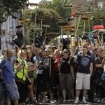 A Facebookon szerveződnek az önkéntesek Londonban