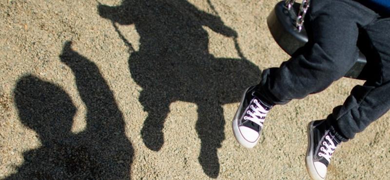 Hat év börtön a kislányokat molesztáló pedagógusnak