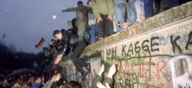 Meghalt, akinek a bakija megnyitotta a berlini falat