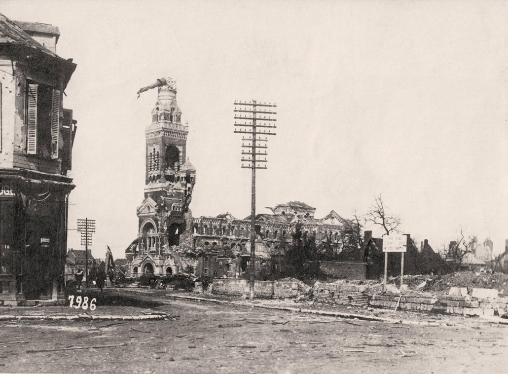 afp. Somme-i csata - The Basilica of Notre-Dame de Brebières in Albert, northern France, in ruins after the city was stormed by German troops during the Battle of the Somme in 1916.