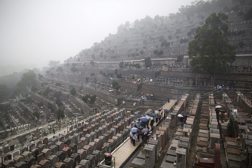 Halottak napja Kínában, Hongkong, 2013. április 4.A hongkongi Csaj Van temető látképe 2013. április 4-én, a kínai Csingming ünnepen, a halottak napján.