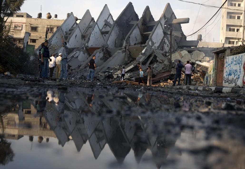 afp. hét képe - Gáza, palesztin lakosok, izralei légicsapás 2014.08.26.