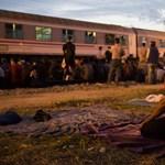 Több száz menekült érkezett éjjel is Horvátországon át