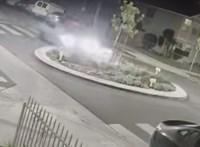Filmbe illő ugratás lett abból, hogy a sofőr nem vette észre a körforgalmat – videó