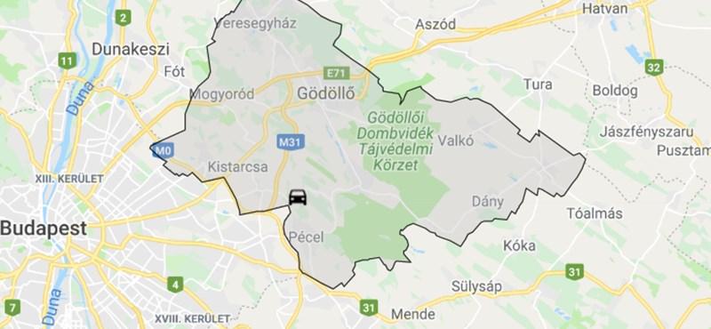 Fának hajtott egy autó Nagytarcsa közelében