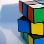 Ezt alig lehet szemmel követni: itt a Rubik-kocka-kirakás új rekordja – videó