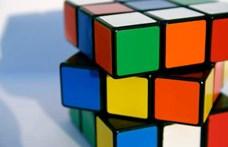 A világ legkisebb Rubik-kockáját mutatták be Japánban