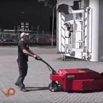 Itt egy eszköz, ami óriási segítség lehet a kamionosoknak – videó