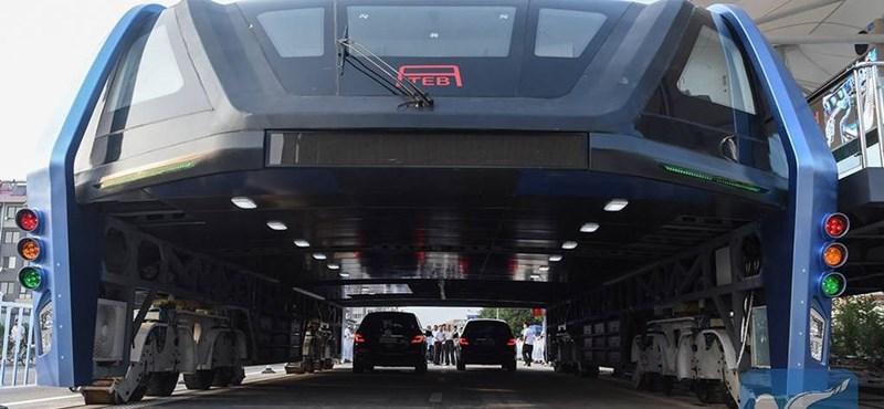 300 utast szállít, 50 km/h-val megy: Kína megépítette a világ legmenőbb autóbuszát