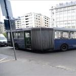 Fotók: Elszabadult egy BKV-busz a Boráros téren