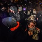 A Momentum üzent Ádernek: Megyünk füstbombát venni