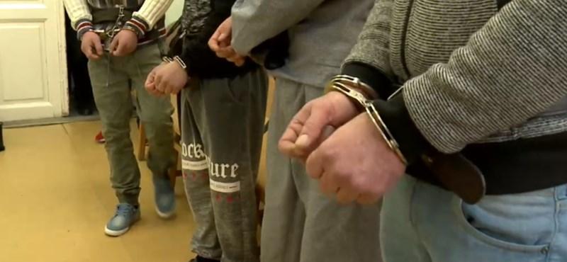 Közel hatvan év börtönt kaptak az elkábult lányt megerőszakoló borsodi férfiak