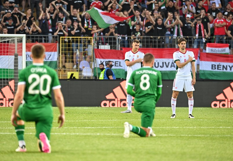 De rodillas y silbidos separarán a Europa en el Campeonato de Europa