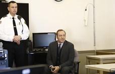 Egy vádat ejtettek Kevin Spacey ellen