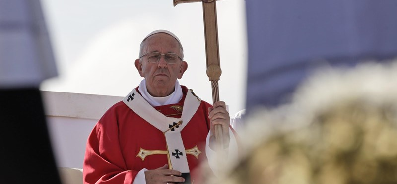 Ferenc pápa: Be lehet fogadni menekülteket, de csak módjával