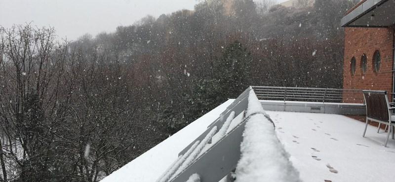 Csúsznak az utak, késnek a vonatok – megjött a tél