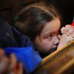 Fiúknak harcos, a lányoknak családias Bibliát adtak ki
