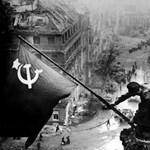 A német országház épületének másán képzik az orosz fiatal katonákat