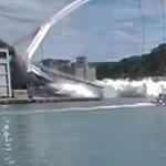 Itt a videó, ahogy egyszer csak összeomlik egy híd Tajvanon