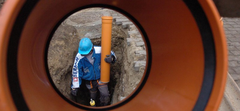 Van az a közpénz, amennyiért Mészáros Lőrinc már a vízügyekhez is ért