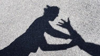 88 százalékkal több volt a kapcsolati erőszak tavaly
