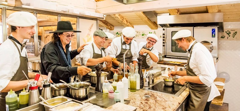 Itt a friss Michelin-katalógus, háromcsillagos lett a francia parasztséf harmadik étterme is