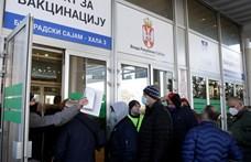 Szerbiában leállították a külföldiek oltását