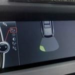 Ez a BMW-s párnákkal védekezik a parkolási koccanások ellen
