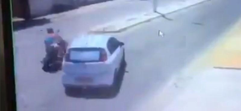Elütötték a motorost, de nem ez volt a legrosszabb, ami történt vele – videó