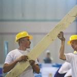 Szakmunkások ezreit hoznák Ukrajnából Magyarországra