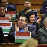 Fotó: Így trükközték ki Kövér László EU-zászlófóbiáját az MSZP-sek