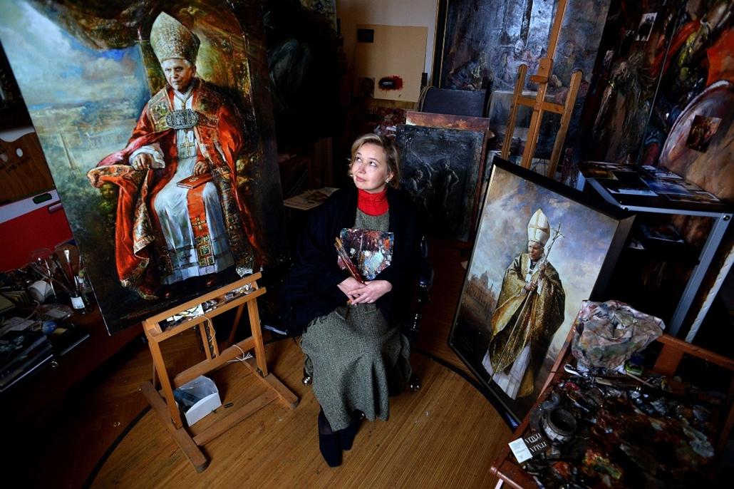 Nagyításgaléria - Natalia Tsarkova, a Vatikán legújabb hivatalos udvari művésze.