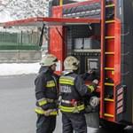 Szirénázó tűzoltóautó karambolozott Kőbányán