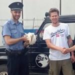 Gólyafiókát mentettek a hajdúszoboszlói rendőrök