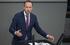 Lemond egy német politikus, akinek a cége több százezer eurót kaszált maszkbeszerzéseken
