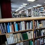 Könyvcsomagot visz a kormány erdélyi családoknak, ezek vannak benne